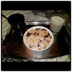 #bon petit dej muesli pomme cuite lait d amande whey. # on se prépare pour séance muscu jambe fesse hummmm