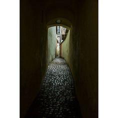 @pol_marza #brasov #romania #street #colour #estrecho #callejon #passage #backstreet #alley #alleyway #stones #pavers #way #walk #walking #rcnocrop #dark #shadows #shadow #green #clock #snow #winter #light #gradient #photooftheday #nice #traveling #traveler #travel