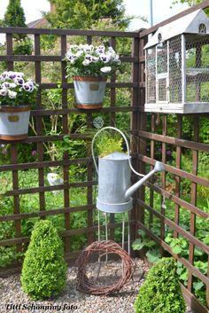 could serve as a privacy screen with vines on it. Veg Garden, Garden Trellis, Garden Gates, Garden Art, Garden Design, Container Plants, Container Gardening, Gardening Tips, Metal Watering Can