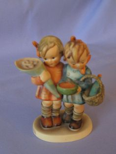 Hummel Going To Grandmas Figurine TMK5 52/0 Available In Store Today @