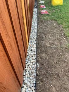 Small Backyard Landscaping, Backyard Fences, Landscaping Along Fence, River Rock Landscaping, Cheap Landscaping Ideas, Fence Ideas, Yard Ideas, Dig Gardens, Outdoor Gardens