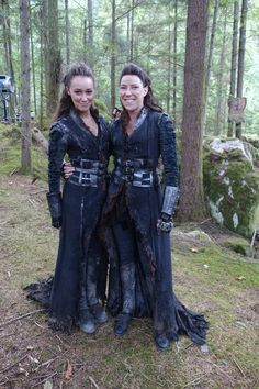 All hail the stunt-double. The difference between a skinny girl and one who who works out and can actually move her body like a warrior. The 100 -still love Heda❤️