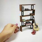 Industrial Furniture Diy Projects Bookshelves 22 Ideas For 2019 Barbie House Furniture, Modern Dollhouse Furniture, Miniature Furniture, Doll Furniture, Dollhouse Miniature Tutorials, Diy Dollhouse, Dollhouse Miniatures, Diy Projects Bookshelves, Diy Furniture Projects