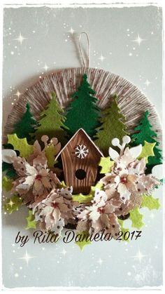 @fuoriporta natalizio @Natale @feltro @pannolenci Christmas Tree Crafts, Felt Christmas, Christmas Holidays, Christmas Wreaths, Christmas Decorations, Christmas Ornaments, Holiday Decor, Wreath Crafts, Diy Wreath