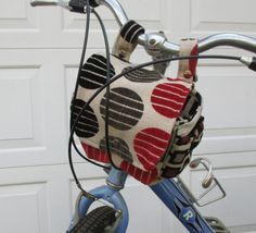 Modern looking bike bag.  This bicycle bag attaches to your bikes handlebars, using metal snaps. When you get where you are going, unsnap and