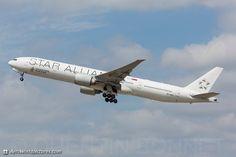 "Singapore Airlines Boeing 777-312/ER ""Star Alliance LogoJet"""