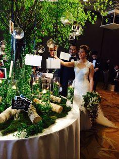 幼馴染wedding の画像 Wedding &Party Designerの黒沢祐子 Bali Wedding, Tree Wedding, Chic Wedding, Wedding Signs, Wedding Table Flowers, Big Flowers, Wedding Welcome, Wedding Images, Reception Decorations