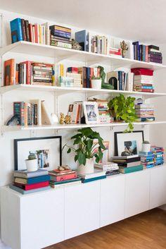 Cheap Home Decor .Cheap Home Decor Living Room Shelves, Cozy Living Rooms, Home Living Room, Living Room Decor, Interior Design Living Room, Living Room Designs, Room Interior, Minimalist Bookshelves, Bookshelf Design