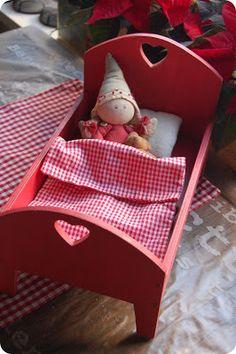 ...er på kjøkkenet!   Og der skal hun lage mat!Det er ettertrykkelig hintet om denne julen,hvor det hele så uskyldig begynte med en bed...