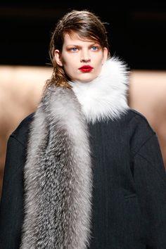 Scopri le ultime #tendenze su un accessorio intramontabile: la #sciarpa in #pelliccia www.sheri.it - @streetfur @yukonfur @FursFerrario #fur #fashion #furscarf #trend #autumn #winter #Prada #MadeInItaly