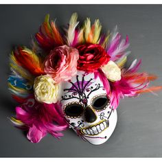 Cute Day of the dead mask - Halloween costume - simple quick easy costume for adults or kids - cute Halloween masks - dodt ideas Quick Halloween Costumes, Homemade Halloween, Cute Halloween, Halloween Crafts, Adult Halloween, Diy Day Of The Dead, Day Of The Dead Mask, Day Of The Dead Skull, Halloween Masker