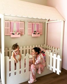 What an adorable toddler bed with window boxes and flowers too - Kinderzimmer - Small Room Bedroom, Nursery Room, Girls Bedroom, Small Rooms, Bedroom Ideas, Bedroom Designs, Diy Toddler Bed, Toddler Rooms, Toddler Beds For Girls