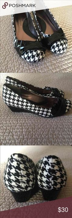 Houndstooth pumps EUC houndstooth pumps size 7.5.  Worn once in the house and decided I wanted different ones. Rampage Shoes Heels