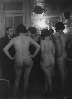 1930..........PROSTITUÉES CHEZ SUZY.............PHOTO DE  BRASSAI........BING IMAGES...........