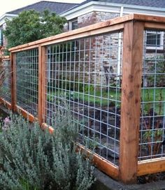 Enticing Front yard fence landscaping ideas,Wooden fence boards and Garden fence sections. Hog Wire Fence, Diy Fence, Fence Landscaping, Backyard Fences, Fenced In Yard, Fenced In Backyard Ideas, Backyard Privacy, Farm Fence, Fence Art