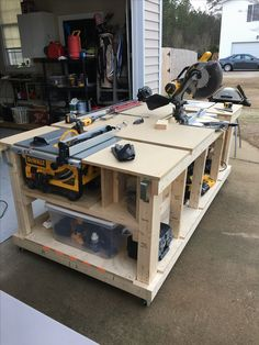How to Choose the Perfect Workbench - Garage work bench, Workshop bench, Woodworking bench plans, Mobile workbench, Woodworking workbench - Woodworking Bench Plans, Woodworking Workshop, Woodworking Projects Diy, Woodworking Furniture, Wood Projects, Woodworking Tools, Wood Plans, Woodworking Shop Layout, Woodworking Techniques