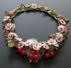 Flower necklace by Isabella (bead4me) - Etsy BeadWeavers challenge.