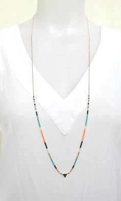 Sautoir Triangle Chaine fine et Perles Miyuki - Sautoir Pastel - Multicolore minimaliste : Collier par les-bijoux-de-pomponette Minimal Jewelry, Seed Bead Necklace, Simple Necklace, Beaded Necklace, Beaded Jewelry, Jewelry Necklaces, Handmade Jewelry, Jewelry Crafts, Minimalist Necklace