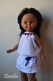 Rania está preparando sus vacaciones y pensando qué puede llevarse.      Hace su lista: un vestido fresquito, un bañador,...  Os propongo ha...
