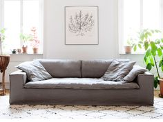 LUCA är en rymlig och bekväm soffa i 100 % tvättat linne. Luca har en elegant men samtidigt bohemisk look som man kan umgås många i! All klädsel är avtagbar