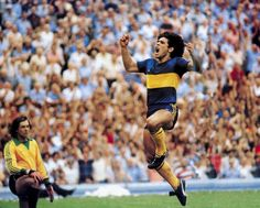 Diego Maradona celebrating a goal for Boca Juniors in 1981. Follow @AntiqueFootball //