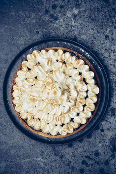 Recette de la tarte au chocolat meringuée, meringue italienne et ganache coco. Une version sans gluten et sans lactose