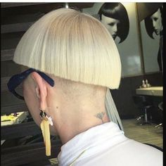 "795 Likes, 6 Comments - @boblovers on Instagram: ""@behind__blue__eyes__ Haircut by @vrohen #bobhaircut #undercut #carrè #sidecutstyle #bobhairstyle…"""