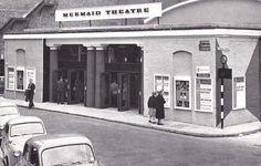 London, Mermaid Theatre, Upper Thames Street.jpg (700×445)