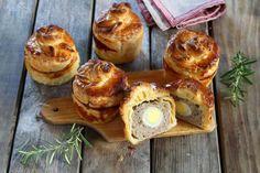 Recette - Mini-pâtés berrichons en pas à pas Mini Muffins, Charcuterie, Bagel, Entrees, French Toast, Berries, Food And Drink, Bread, Baking
