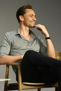 Tom Hiddleston attends Apple Store Soho Presents Meet The Actor: Tom Hiddleston, I Saw The Light at Apple Store Soho on March 25, 2016 in New York City. Higher resolution image: http://ww2.sinaimg.cn/large/6e14d388gw1f2ahh3m08jj22bc1mtqjo.jpg Source: Torrilla, Weibo http://www.weibo.com/1846858632/Do4aJaIZJ?from=page_1005051846858632_profile&wvr=6&mod=weibotime&type=comment#_rnd1459022071158