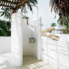 summer shower http://www.hotelazucar.com