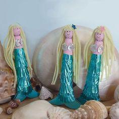 How to Make Mermaid Peg Dolls - the perfect rainy day activity! #KidsCraft #Mermaids #PegDolls