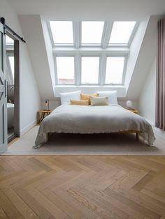 Attic Bedroom Decor, Attic Bedroom Designs, Comfy Bedroom, Bedroom Loft, Interior Design Living Room, Girls Bedroom, Bedroom Ideas, Bedroom Rustic, Attic Bathroom