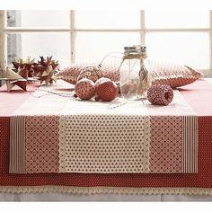 Scandinavian Christmas table, so lovely!