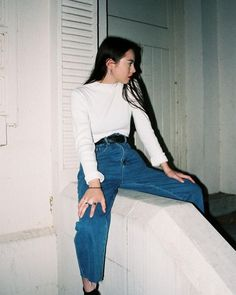 1010ll classic simple outfit girl teen women's fashion jeans mom jeans outfits white shirt and jeans