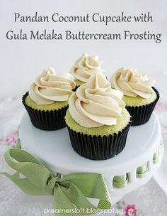 DreamersLoft: Pandan Coconut Cupcake with Gula Melaka Buttercream Frosting Pandan Cupcakes Recipe, Pandan Cake, Cheesecake Cupcakes, Gin Cheesecake, Coconut Frosting, Coconut Cupcakes, Buttercream Frosting, Cupcake Flavors, Cupcake Recipes