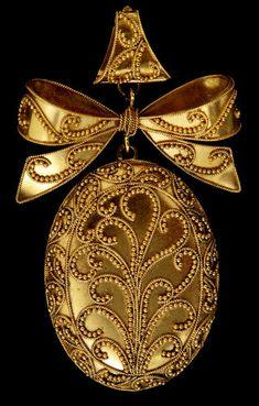 Minature in gold.