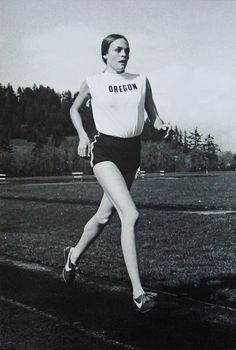Nancy Alleman, Steve Prefontaine's girlfriend, competing in the event as a distance runner for the University of Oregon women's track team, March in an Oregon–Oregon State–Lane Community College women's meet Steve Prefontaine, 1972 Olympics, Female Runner, Track Team, University Of Oregon, Community College, How To Run Faster, Track And Field, Athletic Fashion