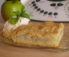 Apple shortbread slice