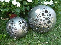 Galerie Steinzeug - www.sabi-keramik.ch Lichterkugeln Ceramic Pottery, Ceramic Art, Pasta Piedra, Moon Jar, Clay Box, Garden Globes, Sculptures Céramiques, Clay Design, Gourd Art
