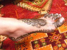 henna feet Henna Tattoo Designs, Mehndi Designs, Henna Tattoos, Tatoos, Tattoo Ideas, Henna Ink, Henna Mehndi, Mehendi, Henna Feet