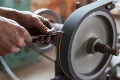 Sharp tools sharp mind #AtelierLife Pour avoir lesprit aiguisé il faut des outils aiguisés. #WorkshopWisdom #Makers #Monday #France #Artisans #Handmade #oreeartisans