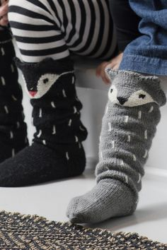 Knitting socks fox New ideas Knitting Projects, Crochet Projects, Knitting Patterns, Crochet Patterns, Diy Crochet, Crochet Doilies, Knitting Socks, Baby Knitting, Fox Socks