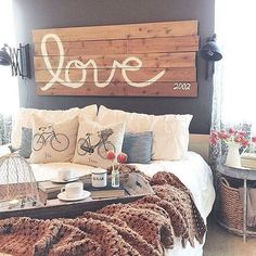 Nice 88 Romantic Rustic Farmhouse Master Bedroom Decoration Ideas. More at http://88homedecor.com/2017/12/29/88-romantic-rustic-farmhouse-master-bedroom-decoration-ideas/