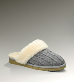 Women's knitted Ugg slippers, so cozy!