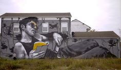 "MTO is still in North America where he just finished working on this new piece entitled ""Louisiana Blue Note"" Sponsored by ""NOLA Rising"" and curated by Rex Dingler, the French artist painted this portrait of a man reading a book ""Le Bateau Ivre"" by Arthur Rimbaud. Just like his previous pieces, the man has the letter ""T"" painted on his forehead."