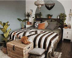 Beautiful Bohemian Bedroom Decor to Inspire You Bohemian Bedroom Decor Ideas – Want to include funky style to your bed room? Take into consideration using bohemian, or boho, style inspiration in your next bedroom redesign. Bohemian Bedrooms, Trendy Bedroom, Bohemian Decor, Bohemian Room, Bohemian Fashion, Modern Bedroom, Bedroom Simple, Bedroom Rustic, Modern Bohemian