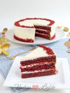 Wat een plaatje hè! Deze prachtige red velvet cake bakte ik vorige week samen met de winnaars van de bakworkshop met Kenwood en MjamTaart.