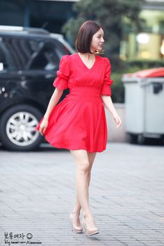 Girl's Day Hyeri in a flirty and bright spring dress