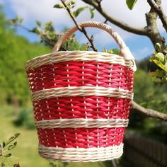 Koš pro Karkulku Wicker Baskets, Kos, Home Decor, Decoration Home, Room Decor, Woven Baskets, Interior Decorating